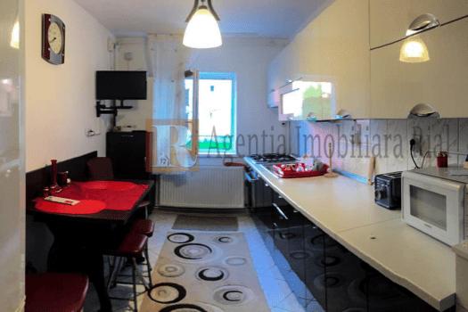 Apartament  camere de vanzare in Medias partial mobilat