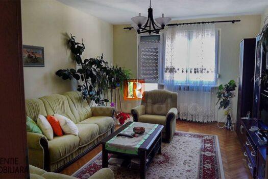 Apartament 3 camere de vanzare la vila in Medias